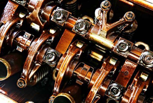 MOTOR DE COMBUSTIÓN INTERNA. El invento de Nikolaus Otto modificó para siempre los vehículos.  Estos motores calientan el combustible a altas temperaturas hasta que explotan y los gases liberados mueven los pistones que controlan la máquina