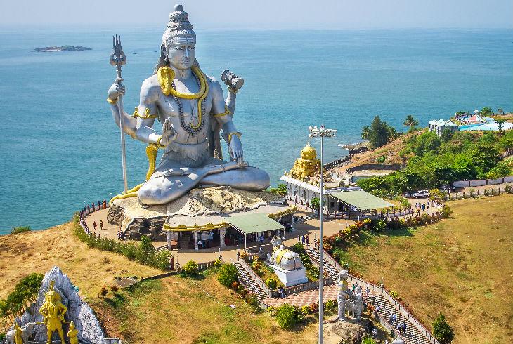 Estatua del dios Shiva en el templo Murudeshwar en Karnataka , India