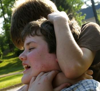 Qué hacer cuando le pegan a tu hijo