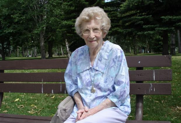 La historia de la curiosa anciana con la bolsa de papel