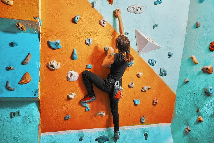 Dónde practicar escalada deportiva en muro