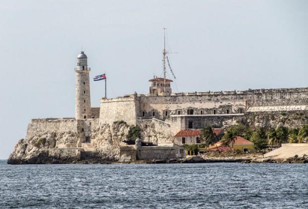 El Castillo de los Tres Reyes Magos del Morro, en La Habana. Símbolo de la capital cubana por su estratégica posición en un cerro. Diseñado en 1585 por el ingeniero Juan Bautista Antonelli e inaugurado en 1629 por el gobernador Lorenzo Cabrera.