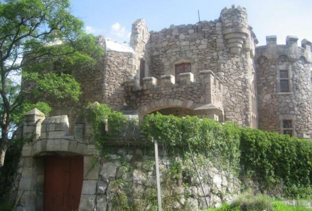 El castillo Douglas es una construcción palaciega ubicada al centro de la Ciudad de Aguascalientes, México. Fue residencia en la antigüedad, pero después deshabitado (Foto: Arquitectura Mundial).