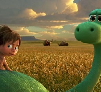 un gran dinosaurio chica
