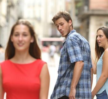 Cuando tu hombre voltea a ver a otra mujer