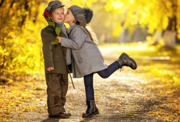 """2.- Sabes que influyes en la elección de su futura pareja. La relación que lleves con tu hija será muy significativa cuando ella crezca y busque pareja. Buscará un hombre que se parezca a ti. En familias en donde reina la armonía las nenas suelen decir: """"cuando crezca me casaré con mi papá""""."""