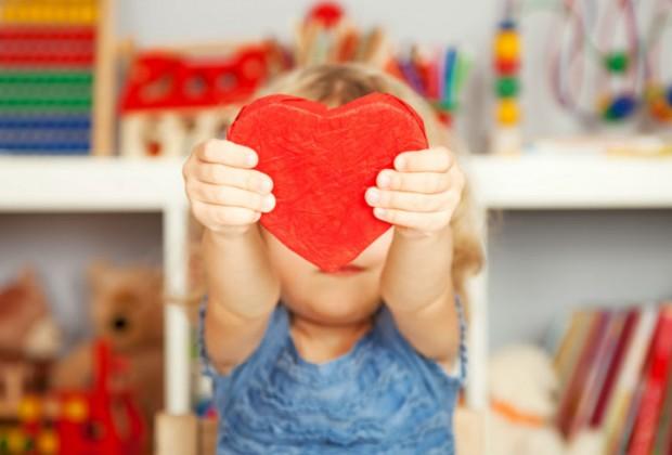 4.- Quieres enseñarle que el corazón es más bello que la apariencia. En medio de una sociedad tan superficial es importante que le enseñes que lo que realmente vale son los valores, los principios, la educación, el amor, más que las apariencias.