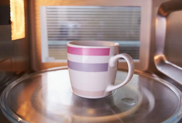 Calentar agua en el microondas es peligroso