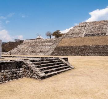Visita las pirámides de Xochicalco