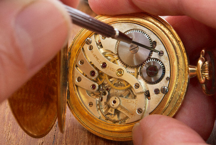 el pero poco til reloj de paja