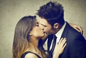 Un beso podría decirte si es tu pareja ideal