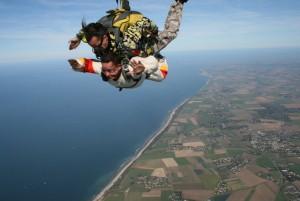 Es hora de aventarte desde un paracaídas