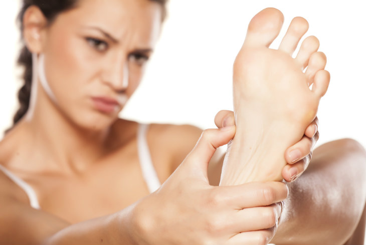 Como calmar el dolor de pies cansados