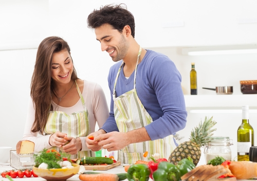Descubre los beneficios de cocinar en pareja for Cocinar para 9 personas