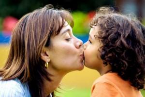 Besar o no besar a tus hijos en los labios