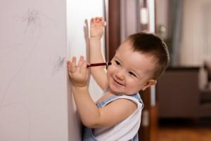 Cómo quitar los rayones con crayones de las paredes