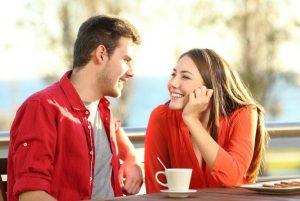 Cómo acercarte y platicar con el desconocido que viste y te gustó