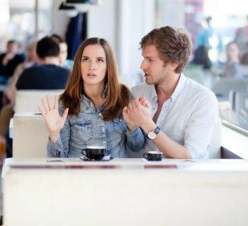Cómo identificar si la persona con quien sales es posesiva