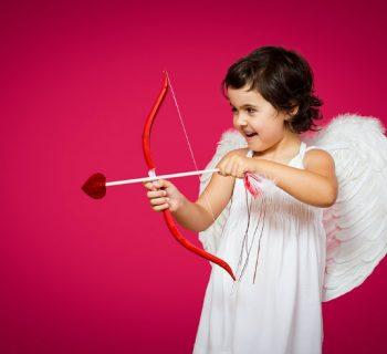 Cuando llega Cupido... ¿Quiénes se clavan más, hombres o mujeres?