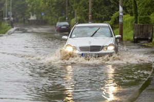 carro_inundacion