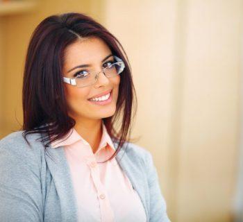 La razón por la que las chicas con anteojos nos vuelven tan locos