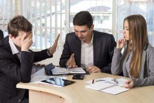 """Las frases """"chinga quedito"""" que debes evitar dentro de la oficina"""