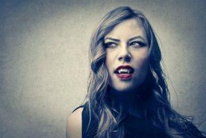 Vampiros emocionales en el trabajo, evita convertirte en uno