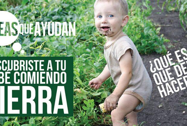bebé comiendo tierra