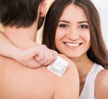 ¿Amarrar o no amarrar el condón después de usarlo?