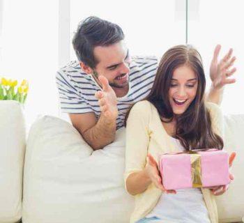 Detalle romántico o regalo lujoso: Lo que ella pide según su edad