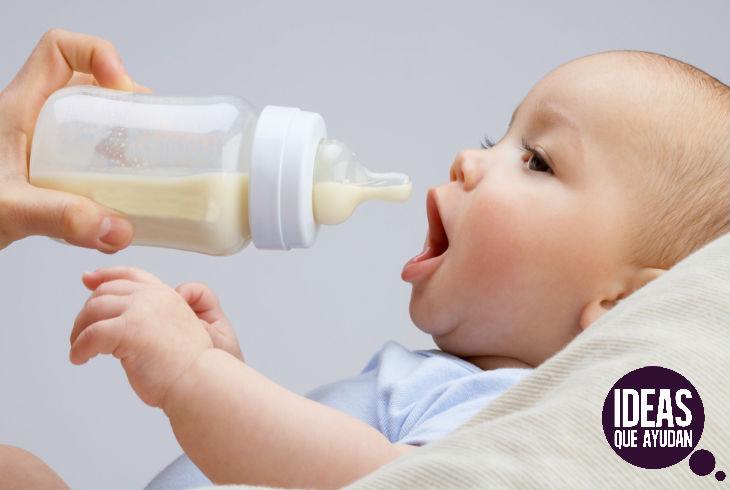 La fórmula láctea puede causar intolerancia a la lactosa,  dolor abdominal y gases