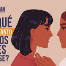 ver a dos mujeres besándose