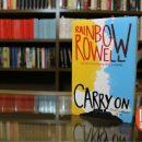 """"""" Carry On"""", un libro que no puedes perderte"""